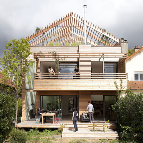 Open Roof House: Sustainable Wood Architecture with Style