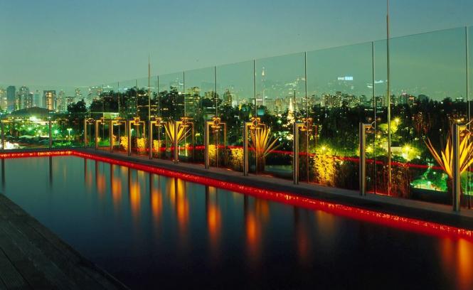 Skye, São Paolo, Brazil rooftop pool