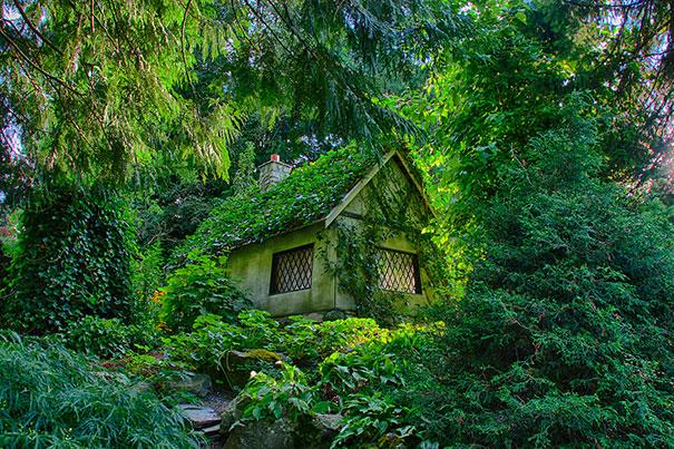 Fairy Tale Cottage in Canada