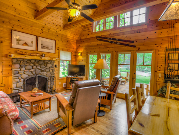 Peeled-log beds, wood paneling, river-stone fireplaces, and green roofs give the cabins a quintessentially Western appeal.