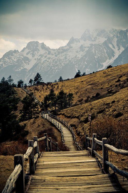 Mountain hiking trail Near Lijiang, Yunnan province, China
