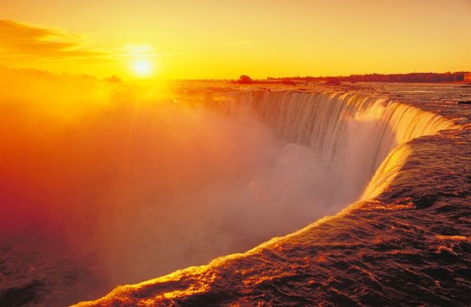 Sunset in Niagara-Falls
